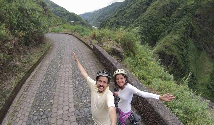 Rota das Cachoeiras de Baños, entre tirolesas e bikes