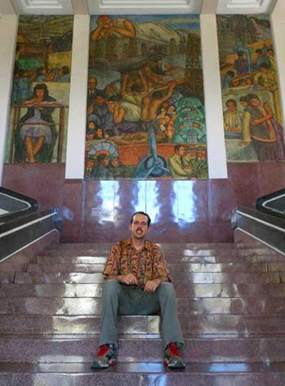 Escadas do Museu Antioquia em Medellín
