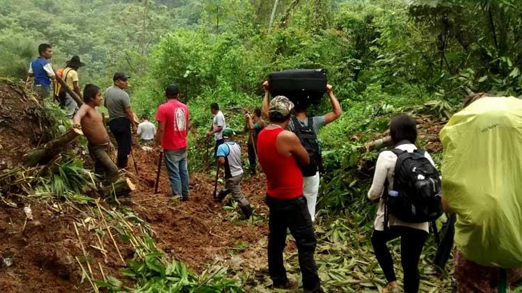 Deslizamento de terra na estrada para Semuc Champey