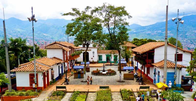 Pueblito Paisa no Cerro Nutibara de Medellín
