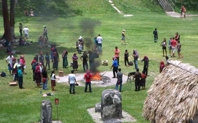ritual maia tikal guatemala