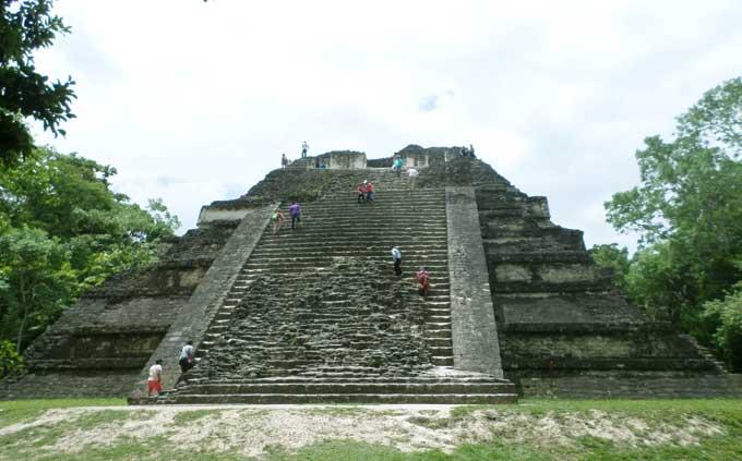 Onde ficar em Tikal: Flores, El Remate ou dentro do Parque