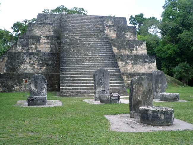 piramides maias tikal