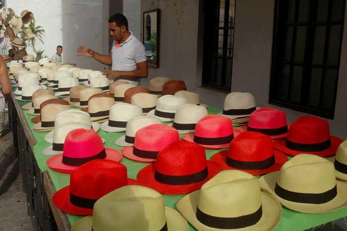 ambulante vendendo chapéu do panamá
