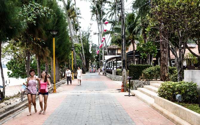 rua de ao nang krabi tailandia