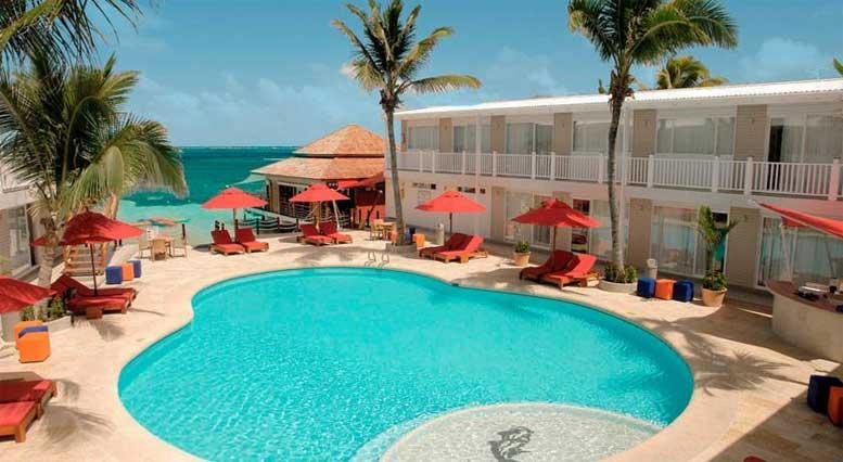 piscina do hotel decameron los delfines