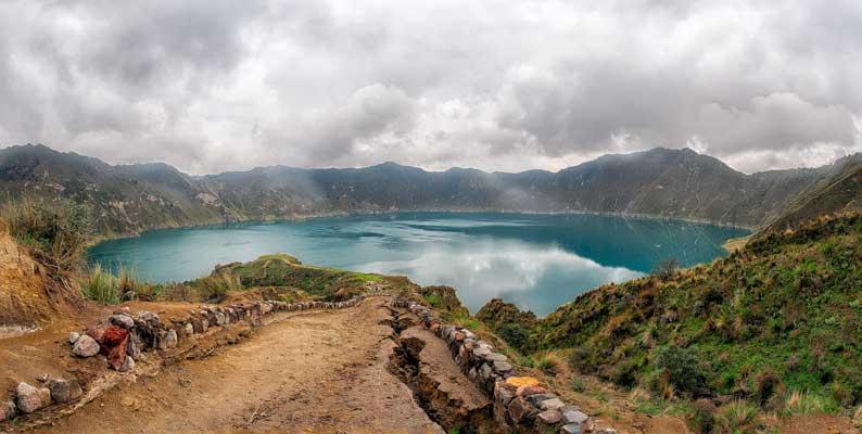 lago do vulcão quilotoa