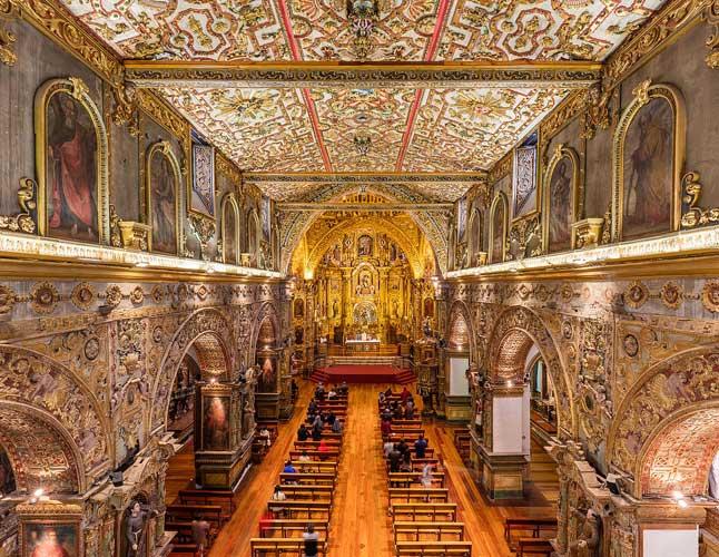 interior da igreja de são francisco em quito