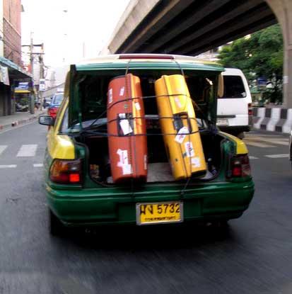 malas que não cabem no porta mala do táxi