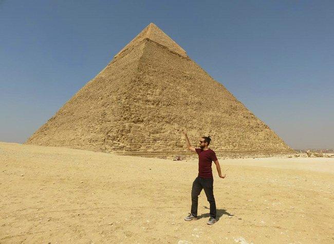 pose egpcio na piramide de gize