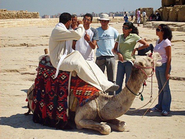 turistas e camelo egito
