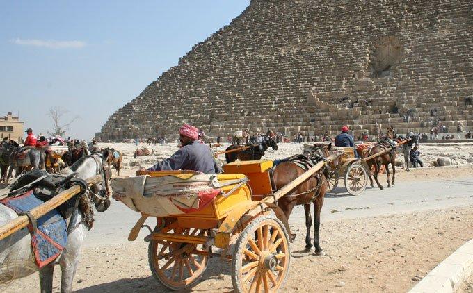 passeio de charrete nas pirâmides