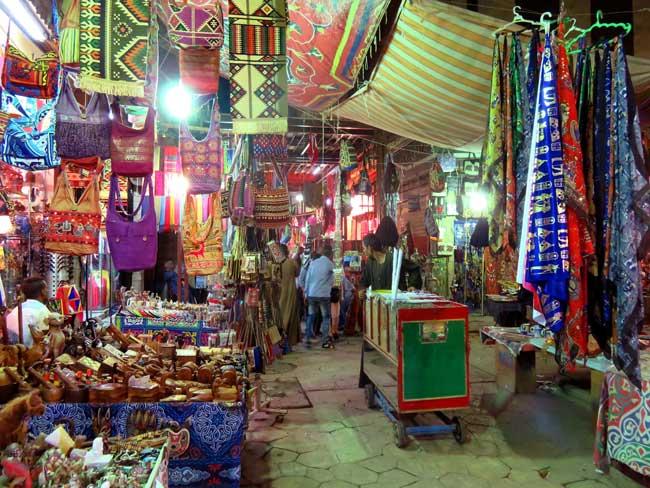 Mercado de Luxor de noite