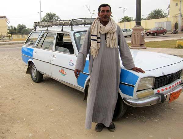taxista em luxor egito