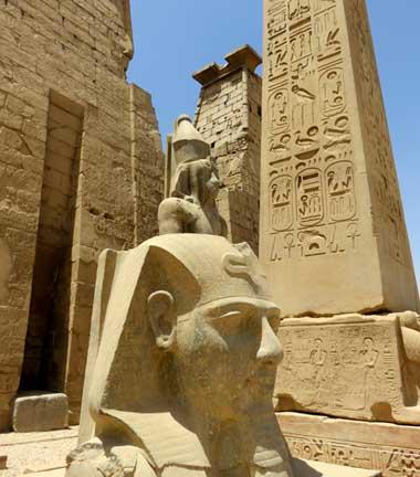 Busto de Ramsés II no Templo de Luxor