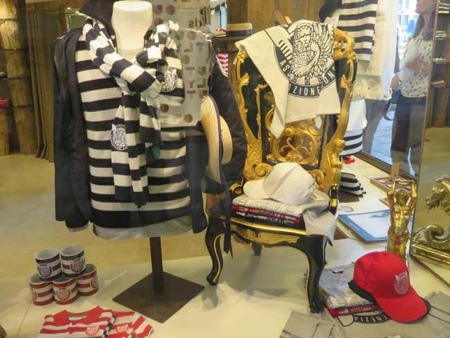 roupas dos gondoleiros veneza
