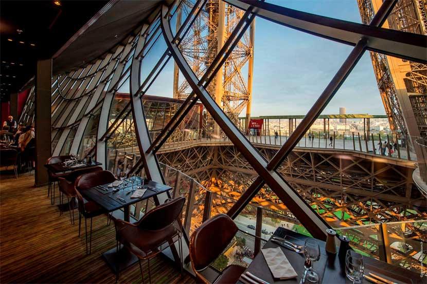 almoço romantico casais torre eiffel