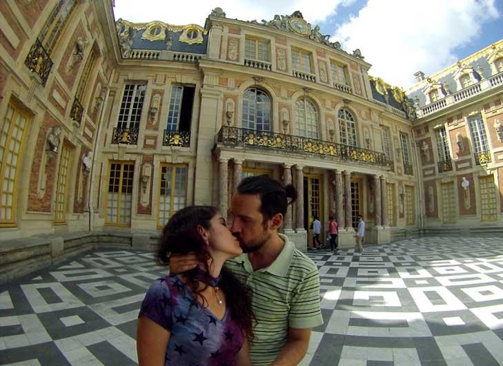 beijo romantino palacio paris
