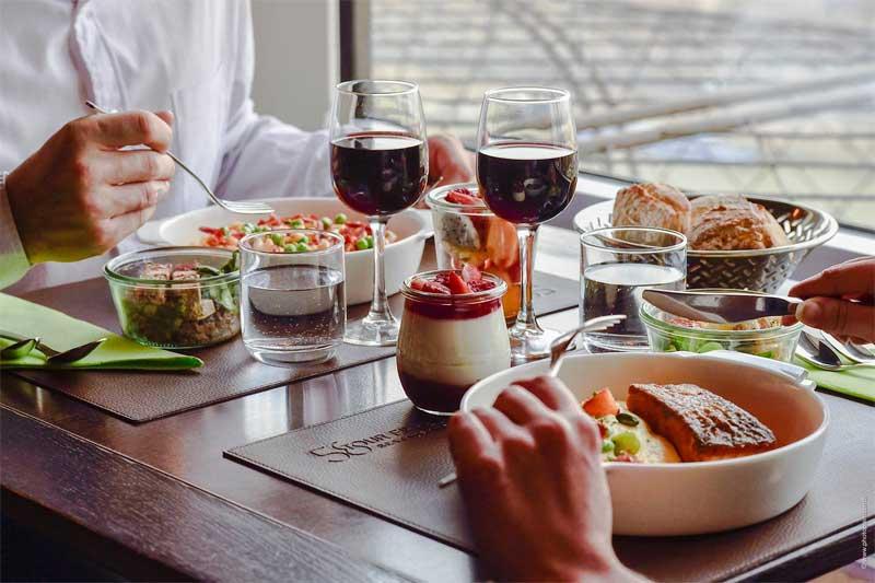 almoço restaurante torre eiffel