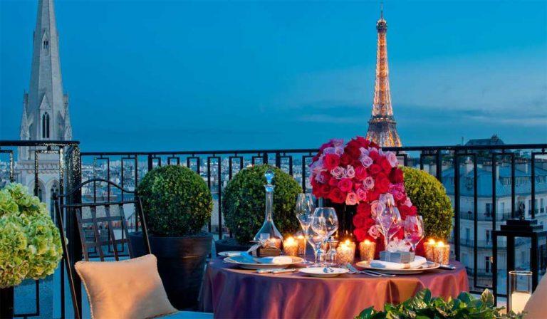 Hotéis românticos em Paris: vista para torre, cama redonda e outras opções
