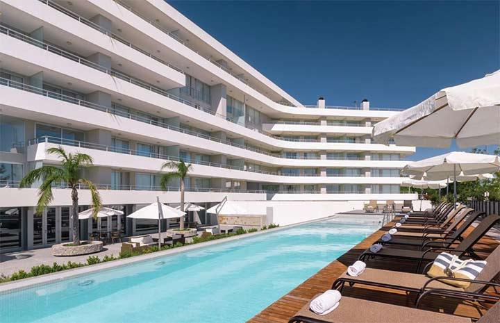 hotel com piscina em colonia del sacramento uruguai