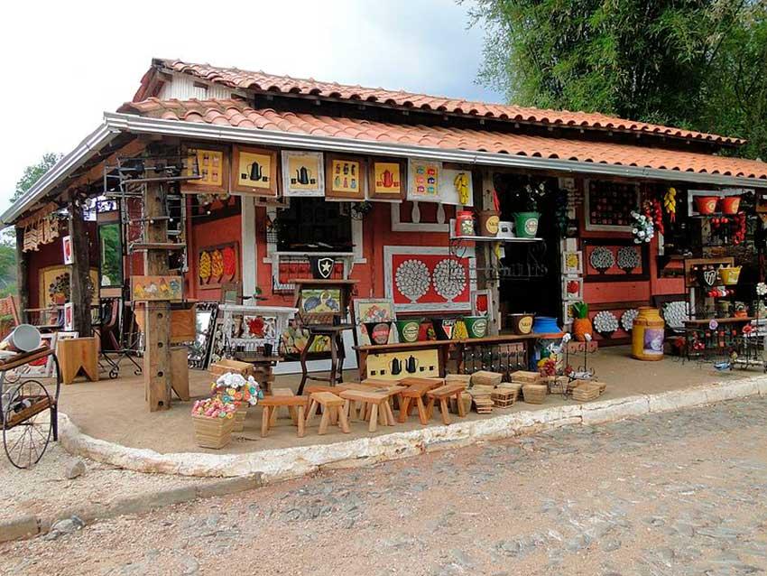 Artesanato em Bichinho Estrada Real