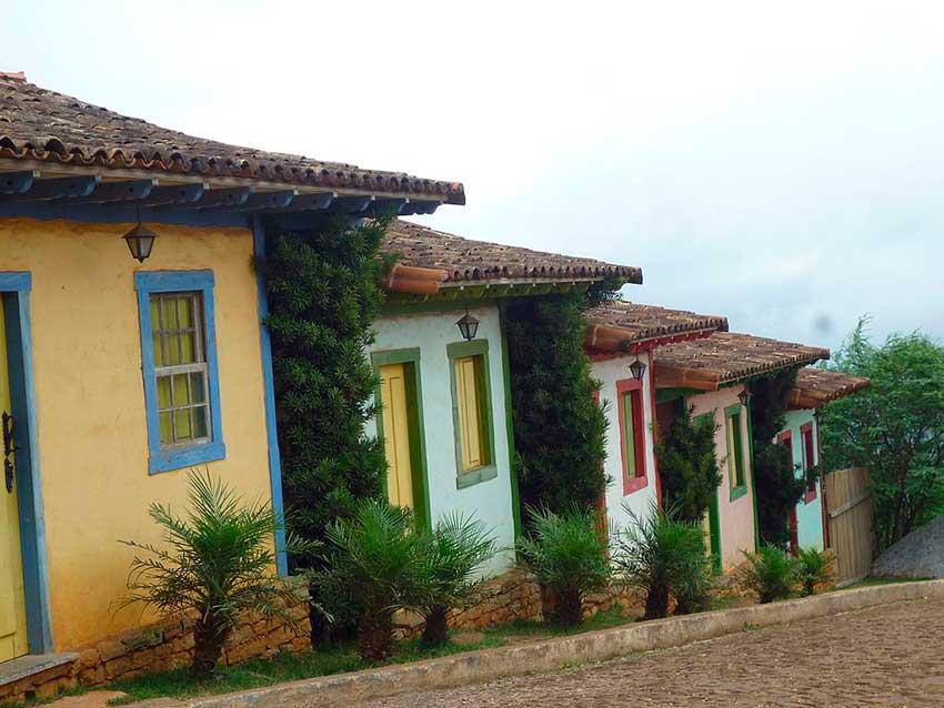 Casas coloridas em Lavras Novas